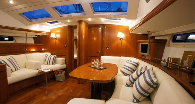 перетяжка мебели яхт и катеров